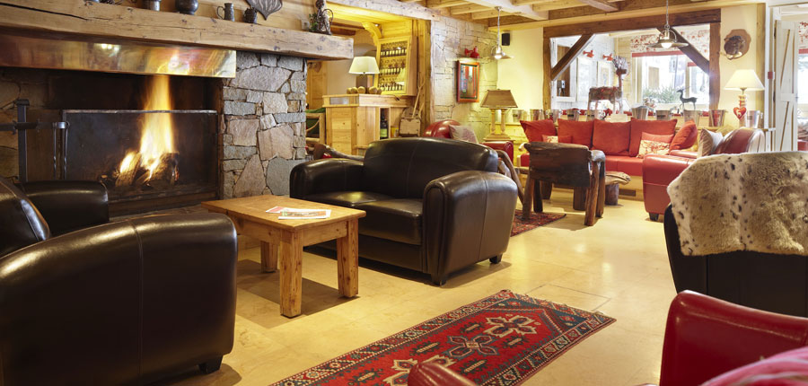 Hotel Chalet Mounier lounge - fire place